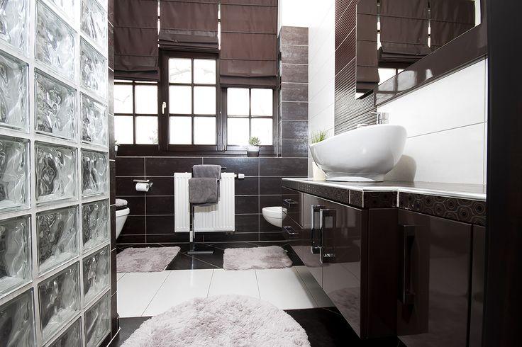 Magas fényű fürdőszoba bútor