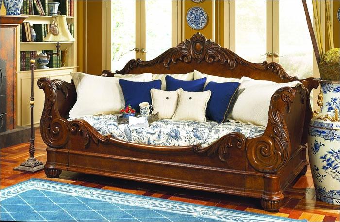 Pulaski Furniture Edwardian Day Bed