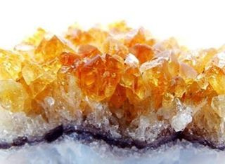 #citrine #crystalsforhealing ❤️- energising and recharging, stimulates digestion, increases blood circulation, #detoxifies the blood.  Citrine is also a great stone for #abundance - place in the wealth corner of your home or business