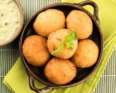 Aloo Vada- Batata Vada Recipe (Deep Fried Potato Patties)
