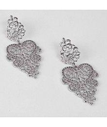 Zilveren oorbellen in filigraan design met vlinder slotje.