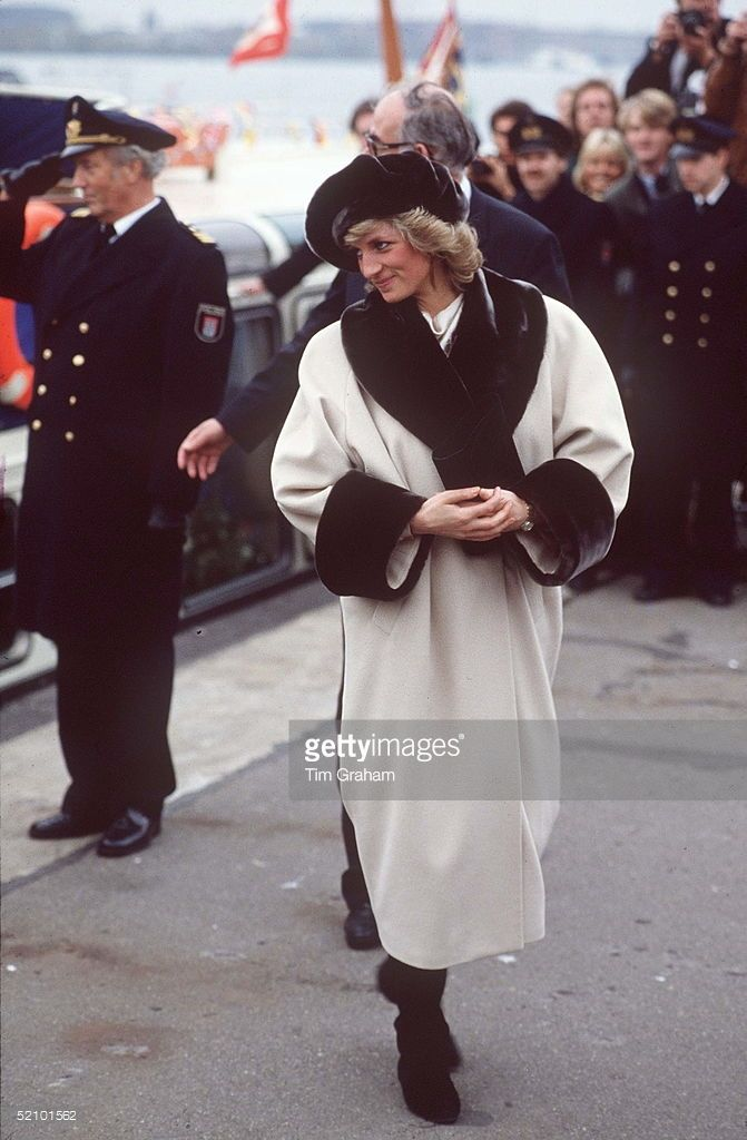 Princess Diana in Arabella Pollen coat - Official visit to Germany (Hamburg) - November 1987