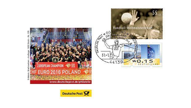 """Die Deutsche Post AG hat der Deutschen Handballmannschaft mit einem Sonderstempel und einem Sonderumschlag zum Gewinn der Handball-Europameisterschaft 2016 gratuliert. Der Beleg kostet 2,25 Euro und ist bei allen """"Erlebnis: Briefmarken""""-Teams erhältlich."""