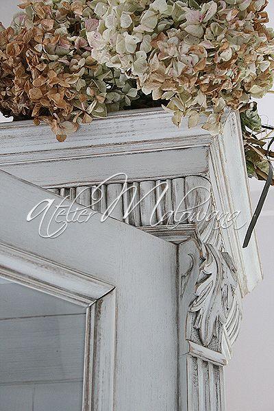 XIX-wieczny kredens eklektyczny - rzeźbiona nadstawka (akanty, wole oczka) © 2014 Atelier Malowana. All rights reserved. http://ateliermalowana.pl/
