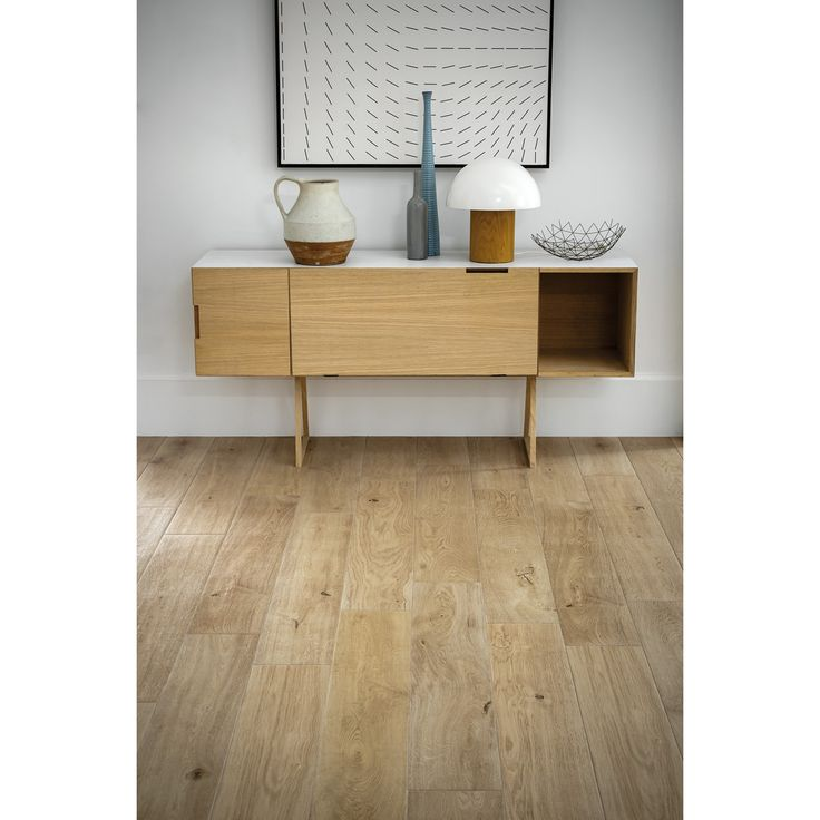 Keramik in Holzoptik- Verbindung von robustem Material mit edler Optik. Treverk Ever ist eine harmonische Verbindung aus hochwertiger Qualität mit Ästhetik. Sie imitiert die Holzoptik der natürlichen Oberflächen ideal. Die Kollektion ist der perfekte Holzersatz - edel und unempfindlich zu gleich. Die Kombination aus warmer Holzoptik und funktionalem Boden bietet hohe Gestaltungsmöglichkeiten durch Farb- und Formvielfalt. Mit 5 verschiedenen Farbtönen weckt Treverk Ever nicht nur die…