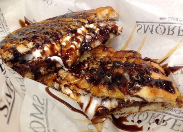 Smorrebrod: Ada Grilled Sandwich Renyah dengan Isi Lelehan Keju dan Marshmallow