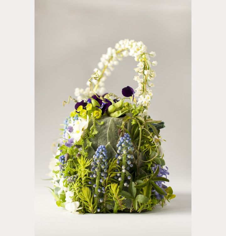 19 Reasons to Carry a Floral Purse Instead of a Wedding Bouquet ~ we ❤ this! moncheribridals.com