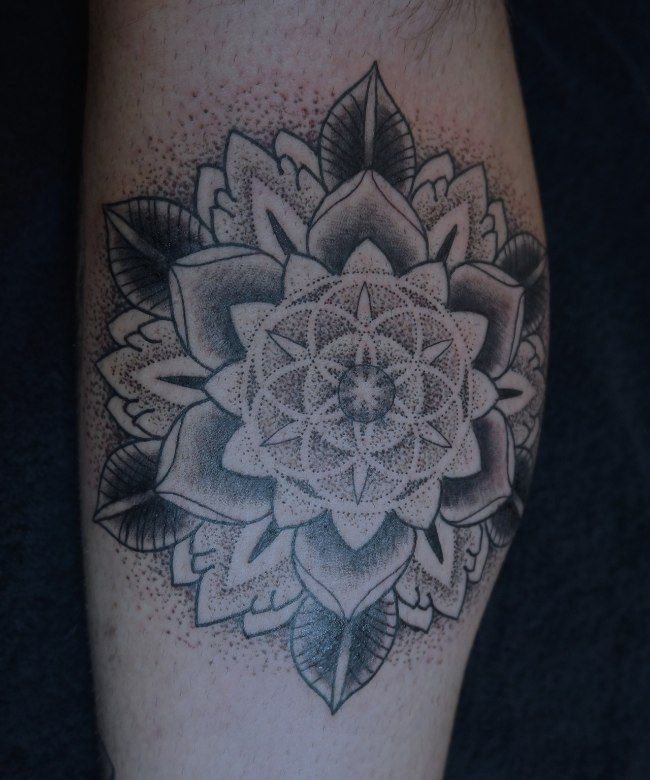 Les 25 meilleures id es concernant tatouage mandala homme sur pinterest tatouage maorie homme - Tatouage manchette mandala ...