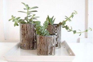 Coller un morceau de papier peint sur les pots de fleurs