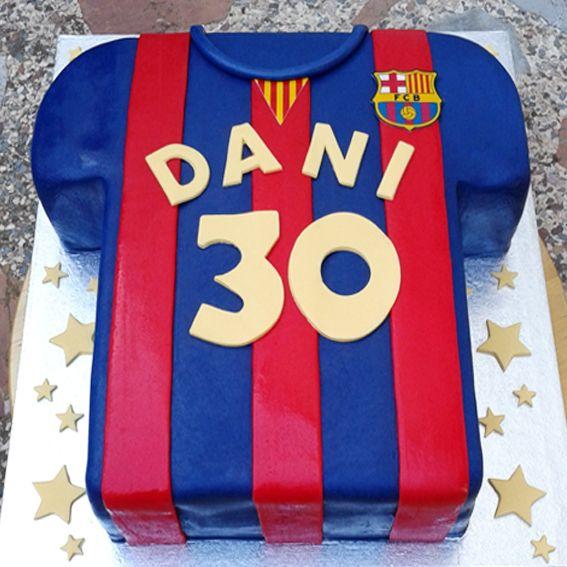 Dani cumple una cifra estupenda... 30!! Tarta camiseta del Barça para celebrarlo. Muchas felicidades Dani!