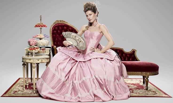 Gisele como Maria Antonieta - campanha da Sky