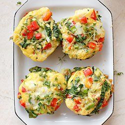 Egg muffins w/ bell pepper, courgette & spinach
