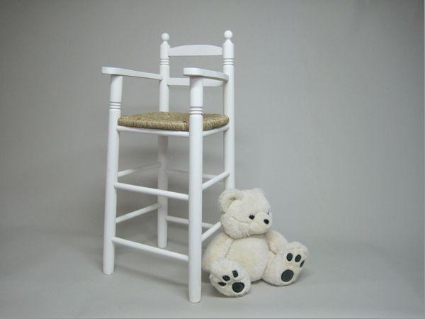 Trona con asiento de enea y lacada en color blanco Medidas : 38 x 36 x 90