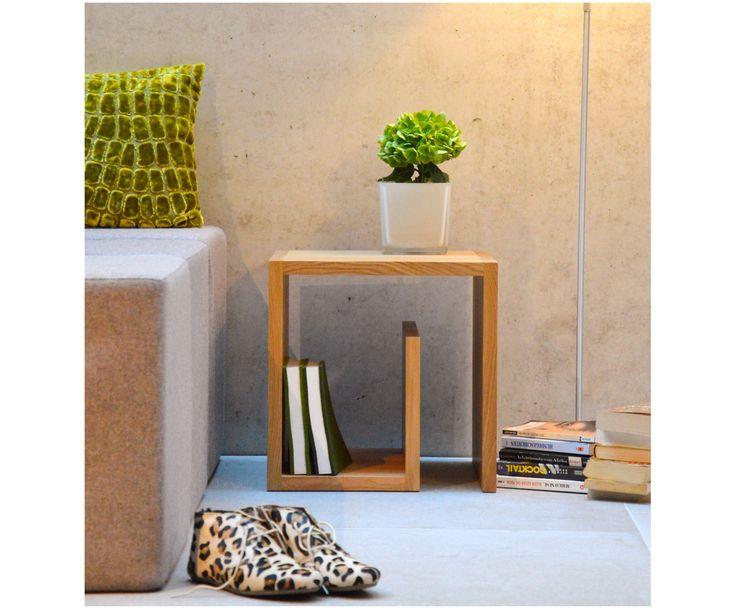 Machen Sie Ihr Wohnzimmer mit dem Beistelltisch Cubus aus Eichenholz in Schneckenhaus-Form zur Wohlfühloase. Entdecken Sie weitere tolle Möbel von JAN KURTZ auf >> WestwingNow.
