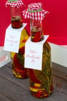 Chili-Kräuter-Öl, Chili-Knoblauch-Öl, Chiliöl, Chili-Öl, Knoblauchöl, Knoblauch-Öl, Peperoni, Chili, Chili Knoblauch Öl, Chili Öl, Knoblauch Öl, Olivenöl, selber machen, einlegen, Gewächshaus, Rezept, Kräuter der Provence, Weihnachtsgeschenk, Geschenkidee, einlegen, basteln