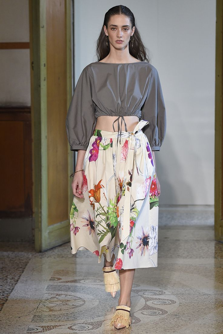 See the complete Blumarine Spring 2017 Ready-to-Wear collection.
