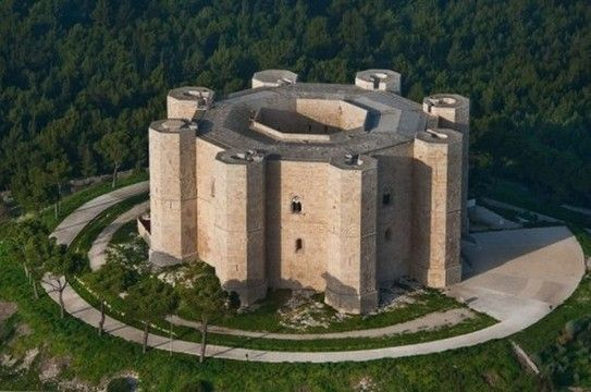 Octogonal Castle: Castel del Monte, seen from above