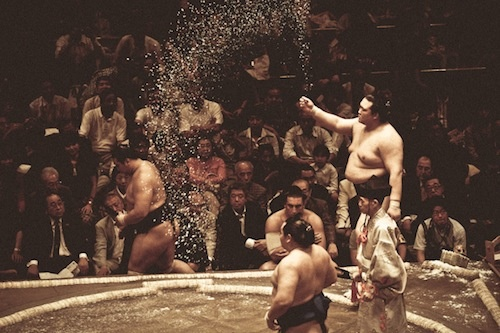 Photographer Captures 'The Art of Sumo' - DesignTAXI.com