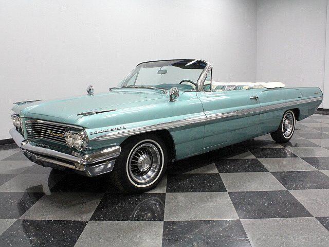 1962 Pontiac Bonneville. Love the blue color.