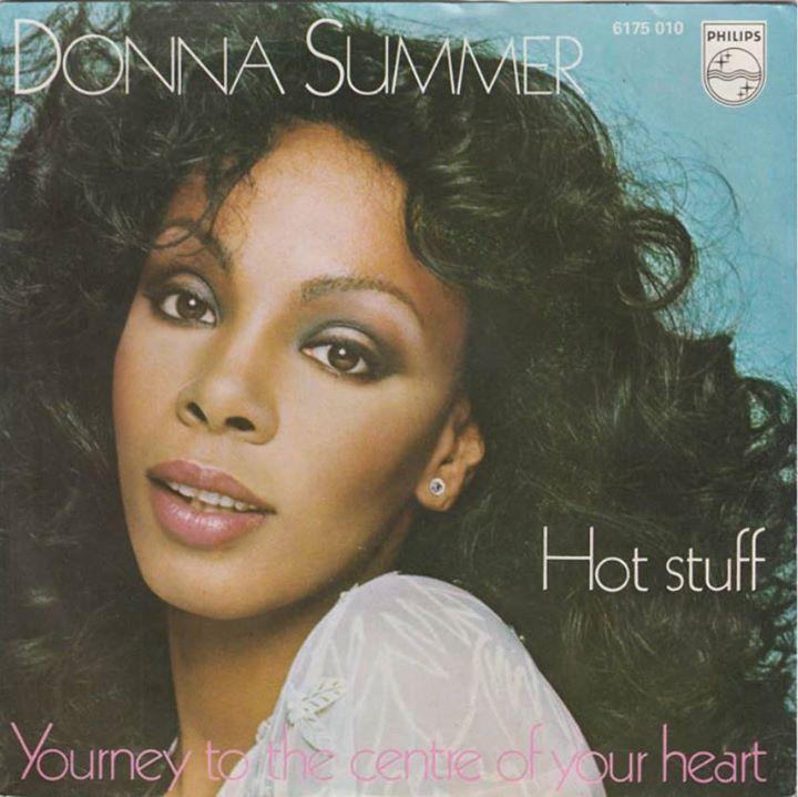 Донна Саммер (англ. Donna Summer; 31 декабря 1948 Бостон  17 мая 2012)  американская певица исполнявшая композиции в музыкальных направлениях ритм-н-блюз и диско. Наибольшим успехом пользовались её танцевальные записи со второй половины 1970-х и до начала 1980-х годов изменившие лицо популярной музыки. Донну Саммер называли королевой диско.  Донне Саммер принадлежит рекорд по количеству выпущенных подряд двойных альбомов которые занимали первую строчку в Billboard 200. Также стала первой в…