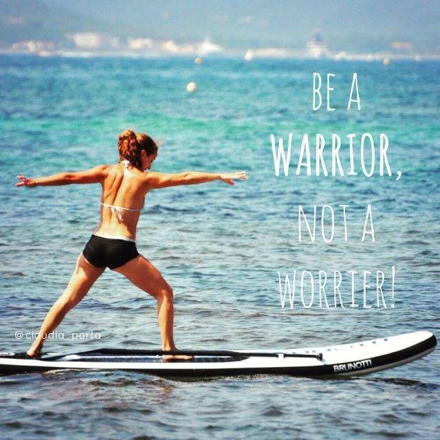 Paddle yoga: al posto del tappetino una tavola da surf per ritrovare se stessi