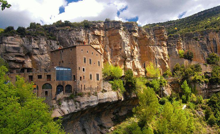 Горный монастырь Сан Мигель дель Фай, Каталония, Испания