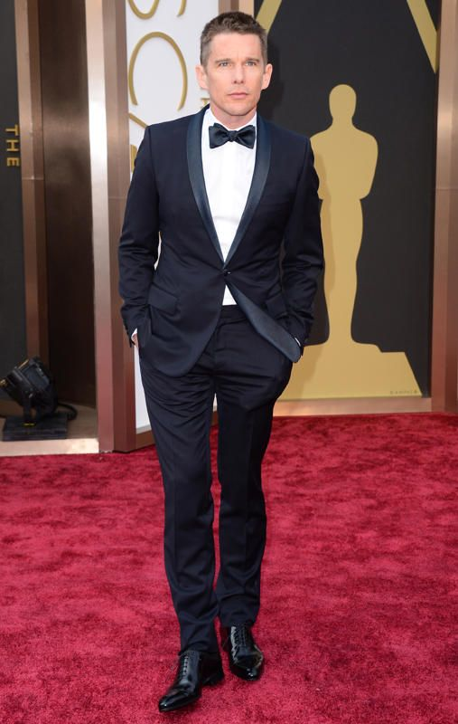 #oscarfashion Ethan Hawke arrives at the 86th Annual Academy Awards at the Dolby Theatre in Hollywood on March 2, 2014. (Jordan Strauss/Invision/AP)