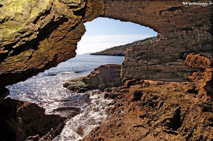 Le suggestive grotte di #MarinadiAndrano, tante sono le spelonche che caratterizzano le coste salentine.