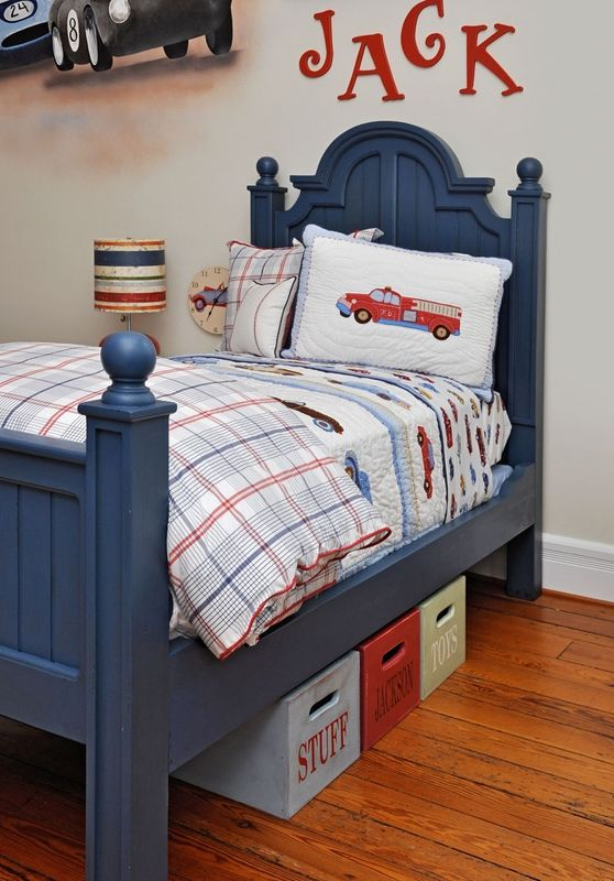 love the detail on this bed!