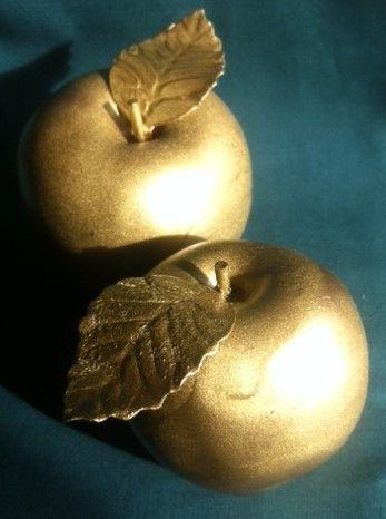 2 goldene Herbst-, Advents- oder Weihnachtsäpfel von Herzlich Willkommen auf DaWanda.com