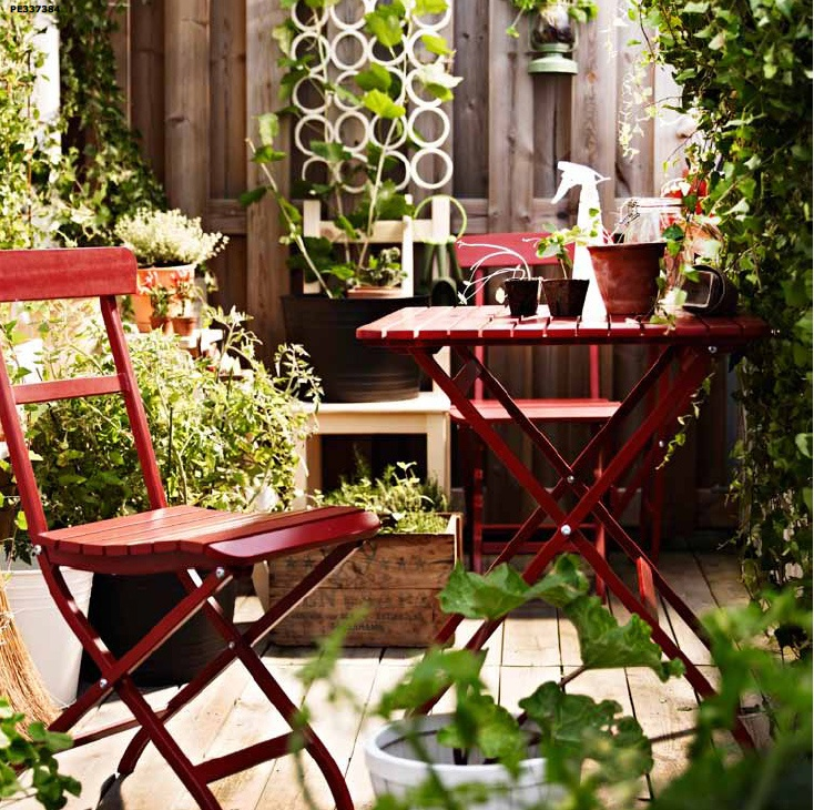 Give your gardener space to grow (and sit!) on a blooming balcony with bistro style MÄLARÖ tables and chairs.