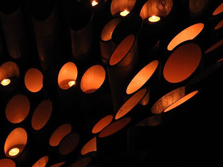 月明かりのした、竹灯りを歩く【宵の竹灯籠まつり:新潟県】