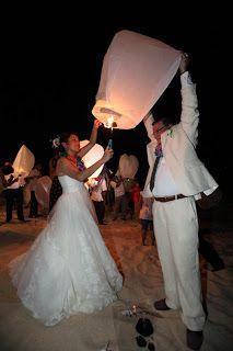 Haz la diferencia en tu boda con estos globos de cantoya por Bodas Huatulco