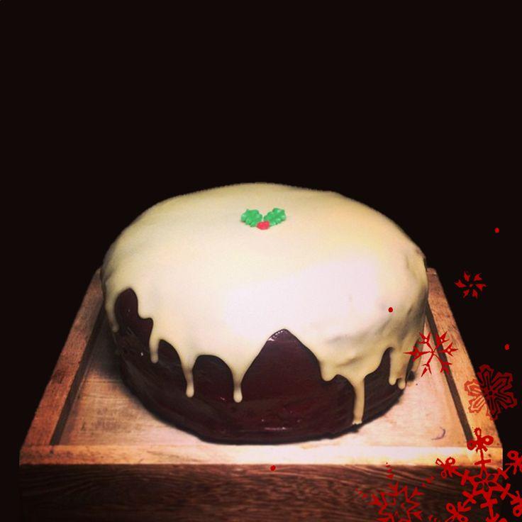 Xmas Cake #brownies #chocolatebrownies #chocolate #peanutbutter #peanutbutterbrownie #malteaserbrownie #malteaser #delivery #caketakeaway #cakedelivery #durham #northeast #desserts #dessertdelivery #cakes #waffles #whitechocwaffles #oreos #cupcakes #rainbowcupcakes #flowercake #specialcake #mothersdaycake #icecream #shake #etonmess #nutella #nutellacheesecake #cheesecake #rainbowcake #2tiercake #birthdaycake #christmascake #christmas