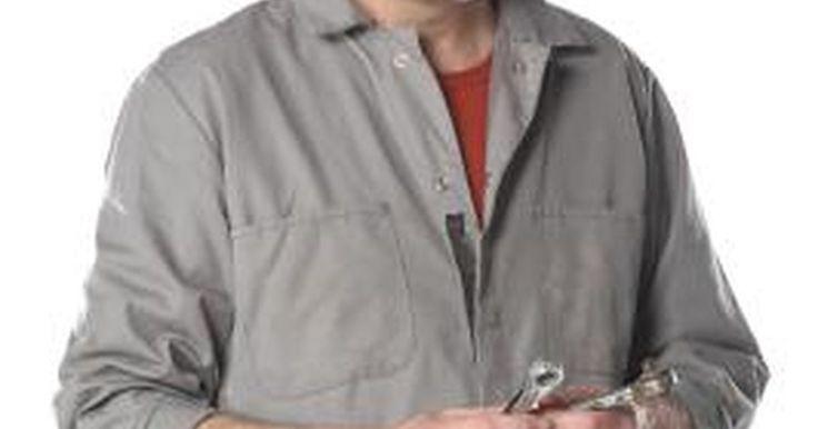 Cómo probar el sensor de posición del cigüeñal de un Sentra. El sensor de posición del cigüeñal de un Nissan Sentra está diseñado para brindarle al módulo de control del motor (ECM por sus siglas en inglés) información sobre la posición del cigüeñal en relación al árbol de levas y al bloque del motor. Un sensor de posición del cigüeñal fallado impedirá que el motor encienda, debido a que el ECM no podrá ...