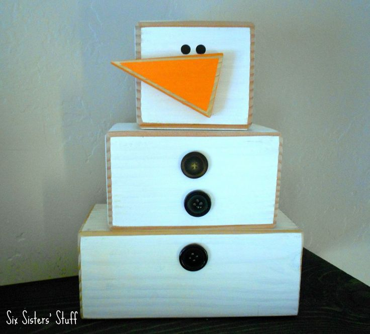 Chunky block wooden snowmen. How easy would he be?! And he's SO
