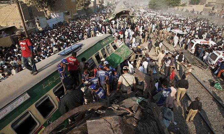 20 Killed As Trains Collide Near Karachi - http://thehawk.in/news/20-killed-trains-collide-near-karachi/