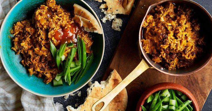 Recept på en supersnabb och supersmaskig indisk lammfärscurry. Serveras med naanbröd och grönsaker.