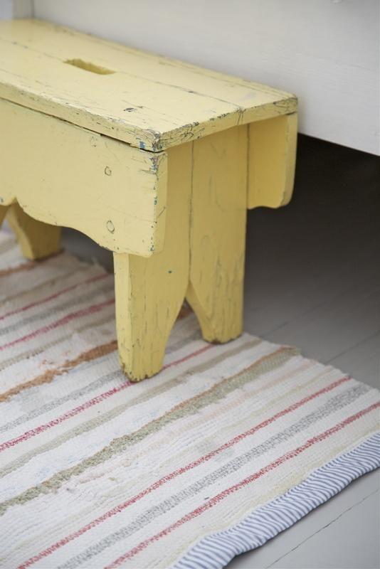 (detail of white carpet)