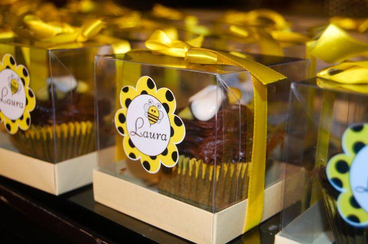 Cup Cake com decoração de abelha