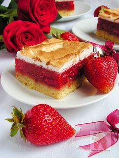 Mocno truskawkowe ciasto z pianką