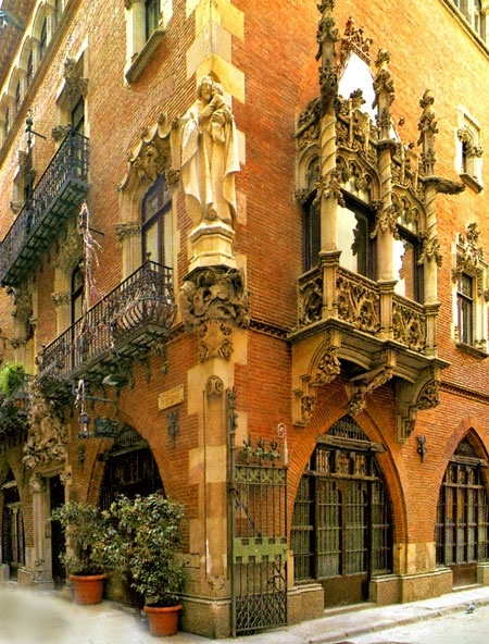 Tavern in the Casa Marti by Josep Puig i Cadafalch - 1900 Striking features of…