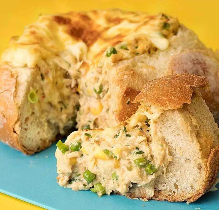 Receita de pão italiano com recheio maravilhoso de frango cremoso, vale super usar no lanche, recheando baguetes ou no próprio pão italiano.