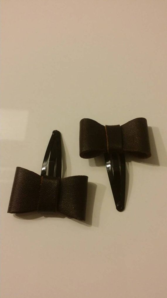 Check out this item in my Etsy shop https://www.etsy.com/nl/listing/220435620/leather-bows-on-hairclip