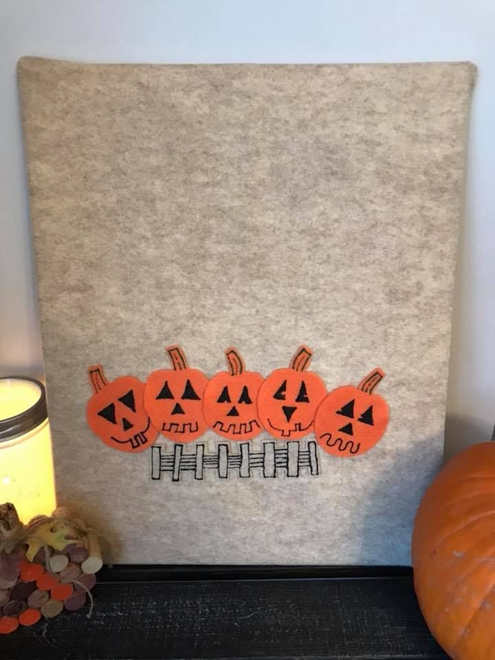 This story is handcrafted. It includes 5 pumpkins and a gate.  It is a great way to encourage children to learn their numbers and develop their fine motor skills. Each felt story comes with its own resealable bag along with a laminated story,poem or verse. Perfect for children, parents, babysitters, day home providers, and early childhood educators.