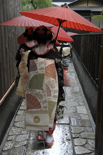 See Maiko as they walk between appointments in Gion, Kyoto