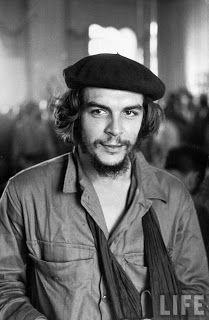 Кубинский повстанец Эрнесто 'Че' Гевара с левой рукой на перевязи, Гавана, Куба, фотограф неизвестен