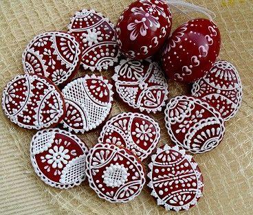 velikonoční nadilka v červeném svátečním kabátku - kraslice střední