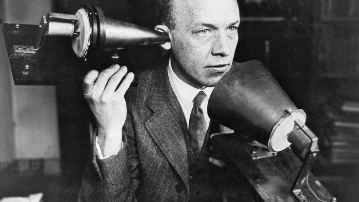 Alexander Graham Bell probabil nu ar ști să facă un selfie, dar a fost omul care a propulsat revoluția comunicațiilor cu mulți pași în față, grație telefonului pe care l-a brevetat în urmă cu 140 de ani. Alexander Graham Bell a fost un audiolog american de origine scoţiană, cunoscut în primul rând cainventatorul telefonului. Timp …
