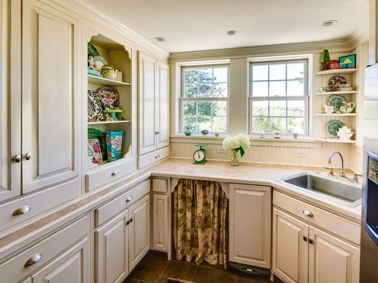 Cottage kitchen shelves and nooks